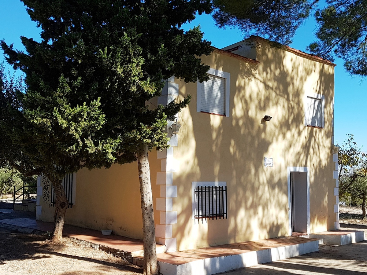 Welcome to Villa Carmen, situated in one of the nicest areas of Ontinyent with good access roads and,Spain