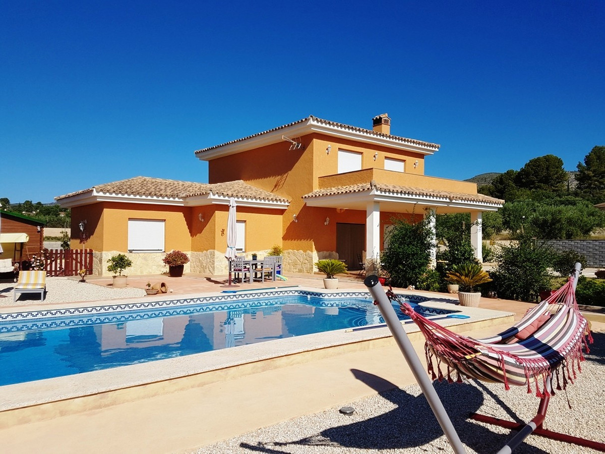 Beautiful and well maintained villa of  232m2 on a fenced and walled plot of 2131m2.  Good access roSpain