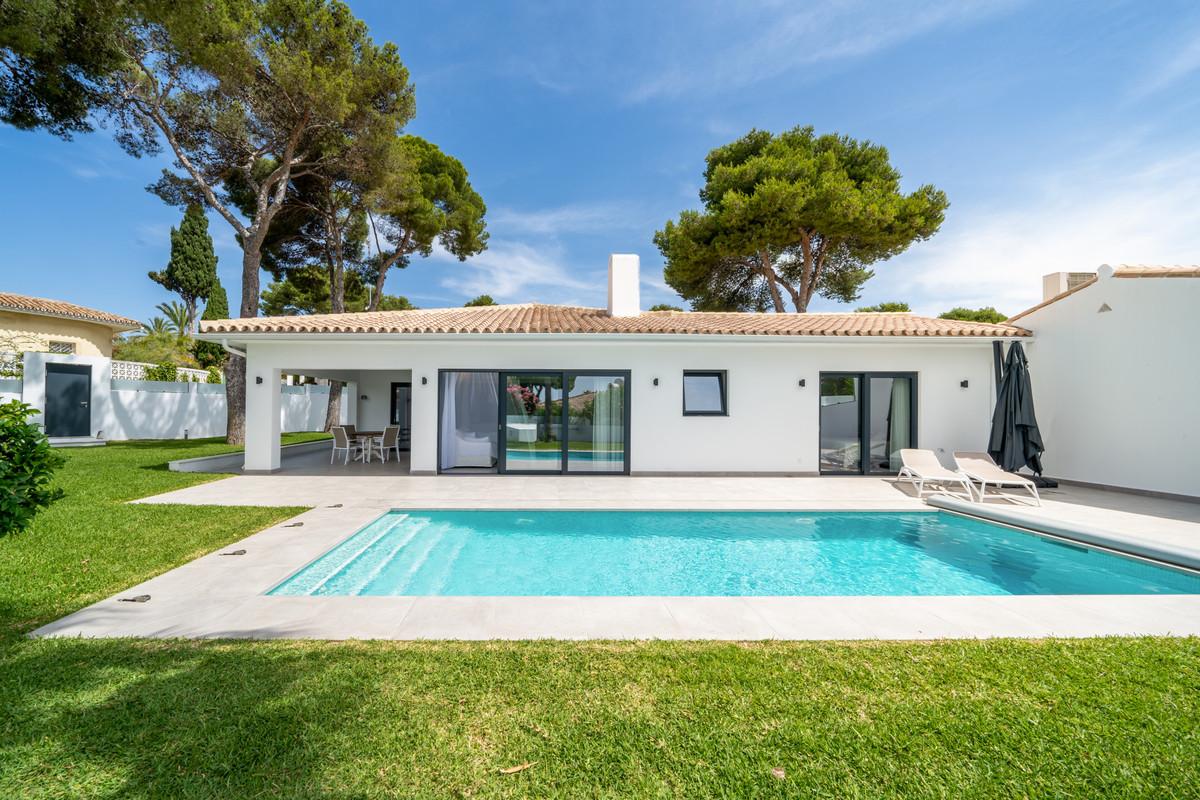 Villa Til salg i Los Monteros R3880114