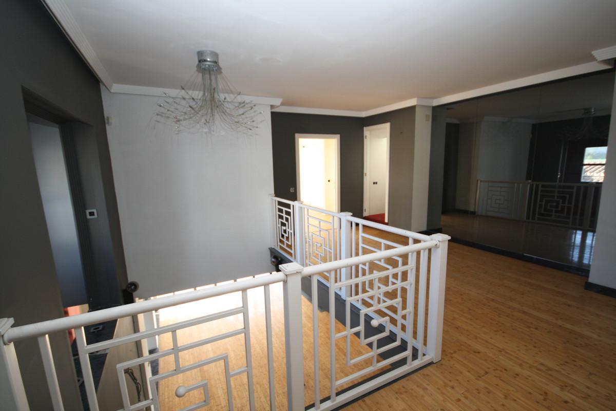 6 Bedroom Detached Villa For Sale Costabella