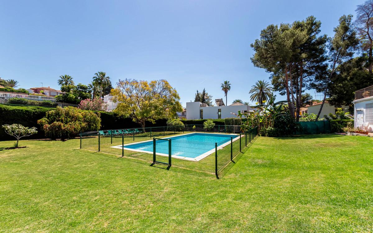 2 Bedroom Townhouse For Sale Nueva Andalucía, Costa del Sol - HP3913969