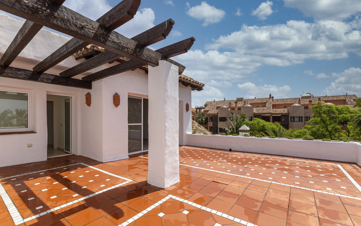 Apartment  Penthouse for sale  and for rent  in Puerto Banús