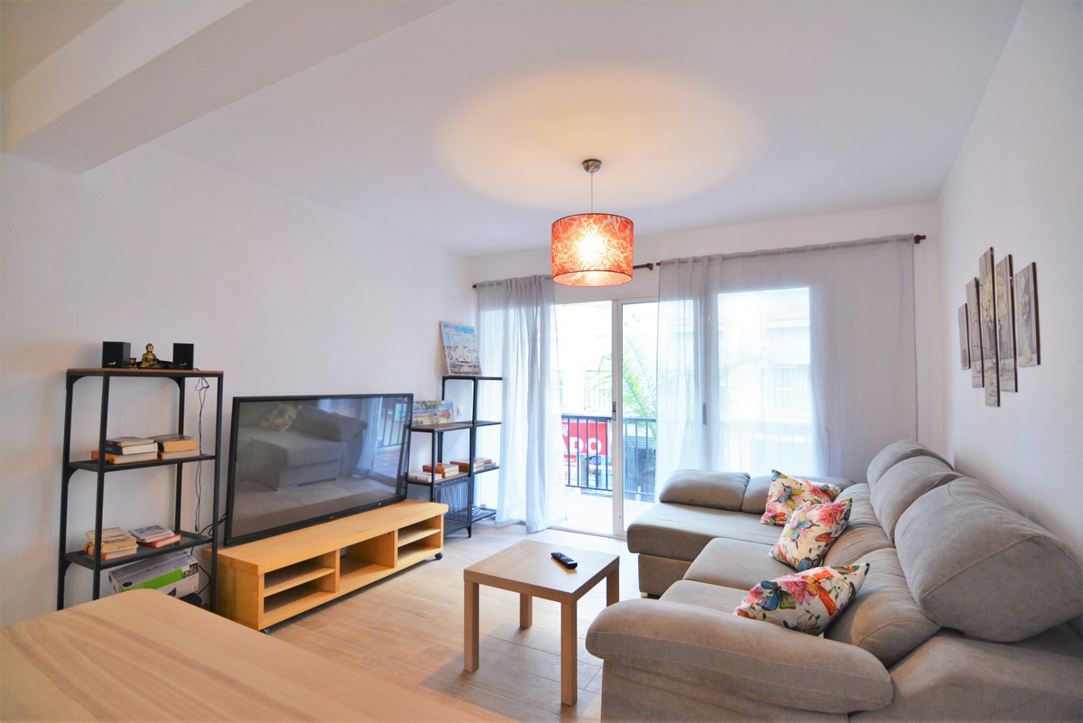 We are delighted to introduce you this beautiful 4 bedrooms apartments 20 meters to the beach and in,Spain