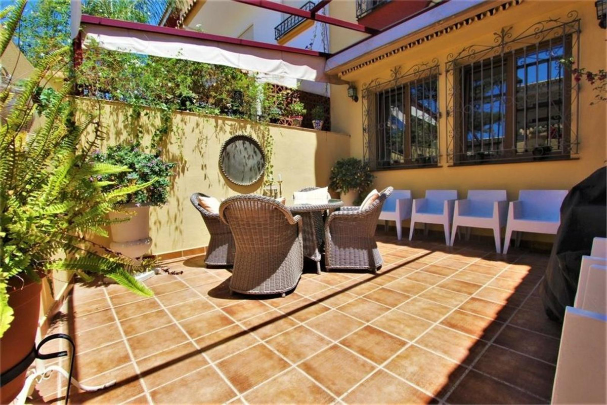 This Townhouse cannot have a better location if you want to live in the center of Fuengirola. It is ,Spain