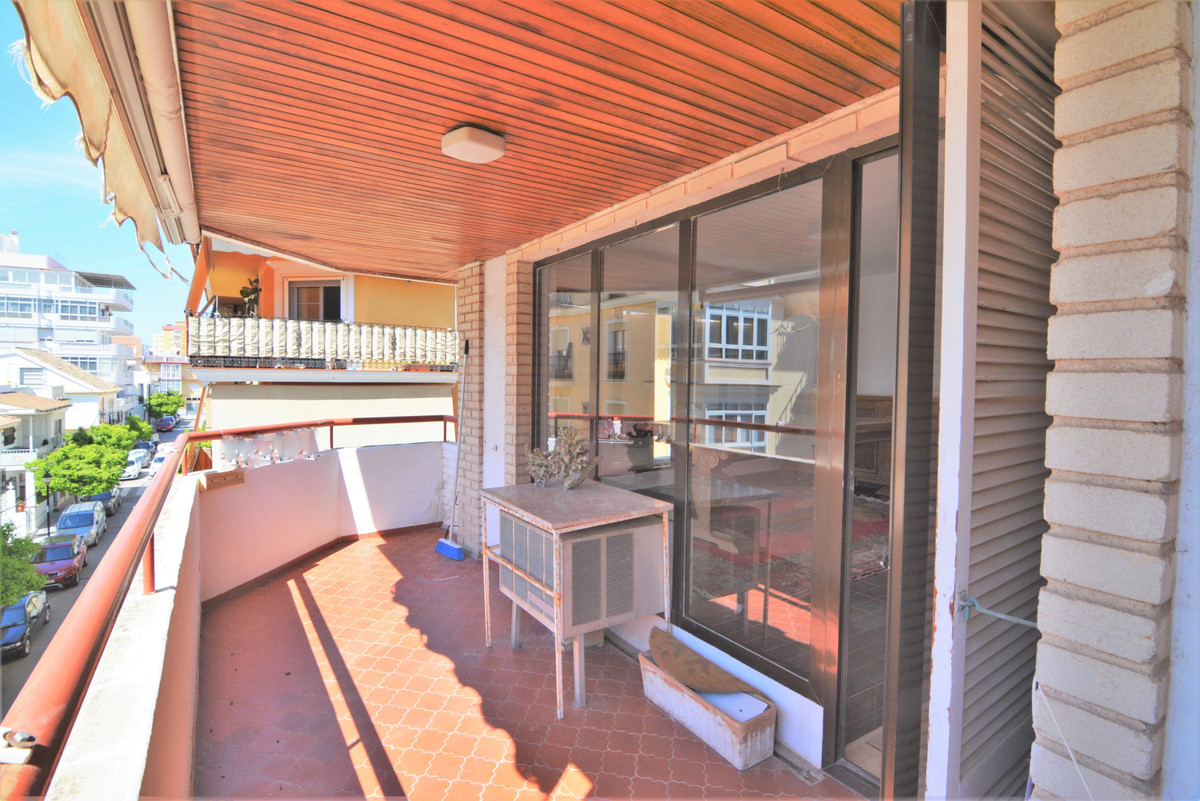 Middle Floor Apartment for sale in Fuengirola R3826954