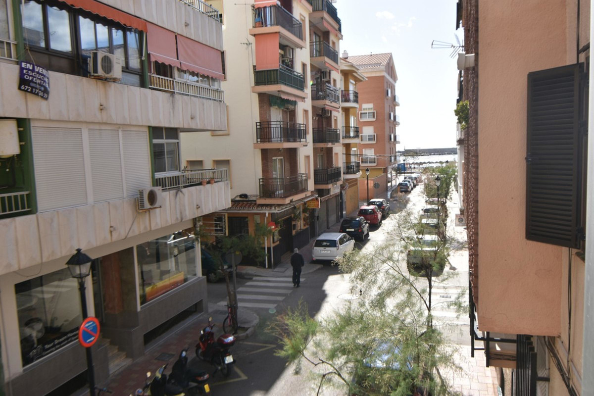Two bedroom apartment, bathroom, fully furnished kitchen, large living room, covered terrace. A few ,Spain
