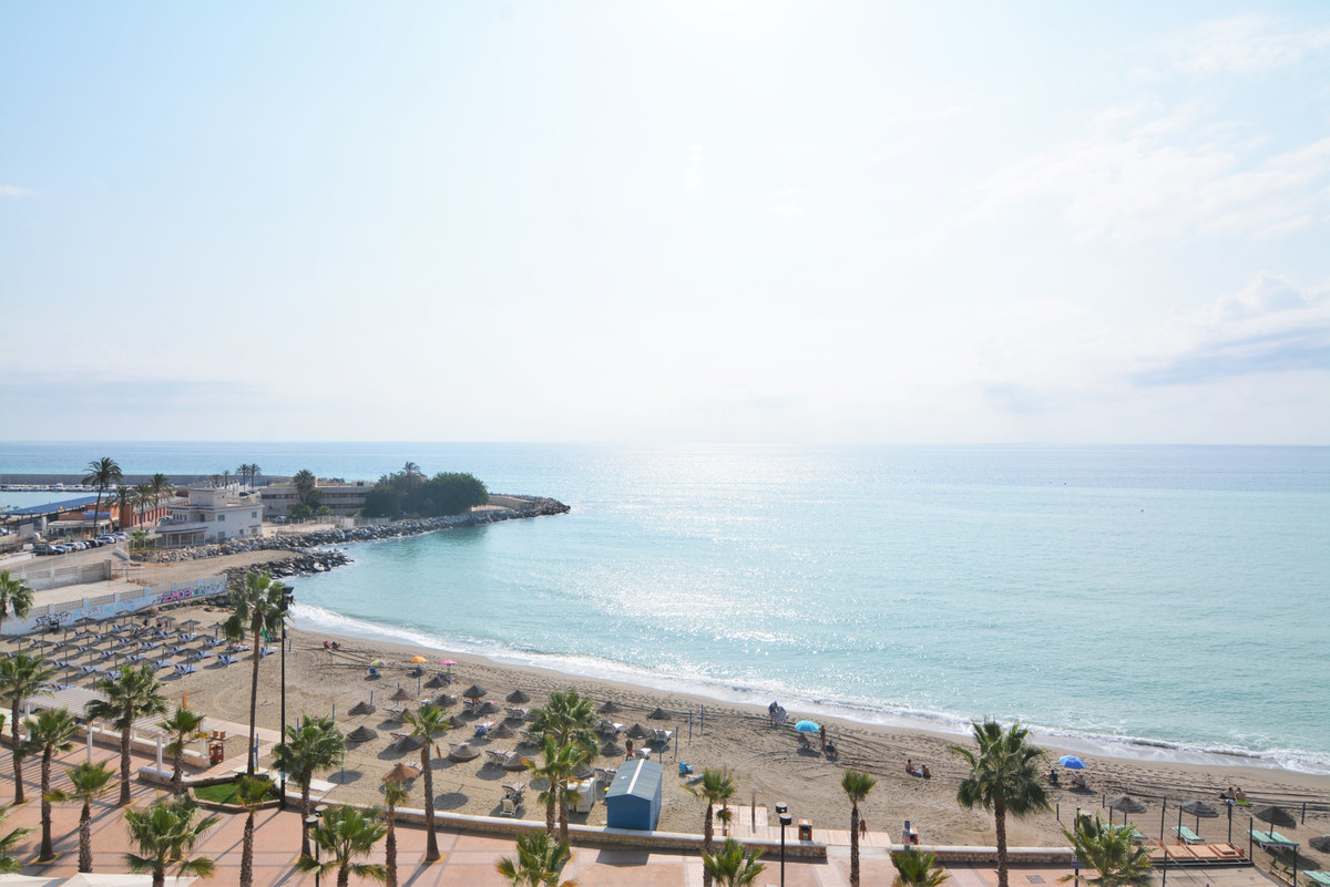 Middle Floor Apartment for sale in Fuengirola R3711305