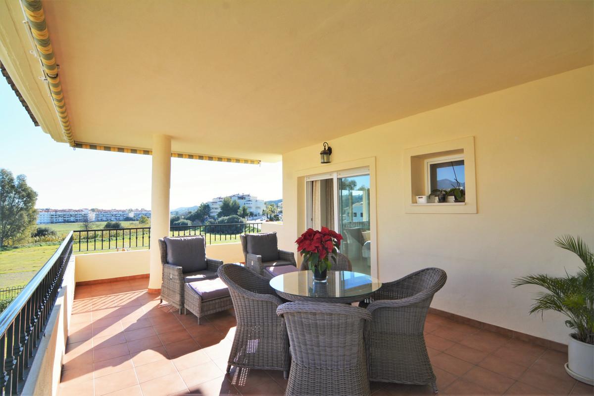 We present you this fantastic apartment in La Cala Hills, Mijas Costa! Located in a beautiful commun,Spain