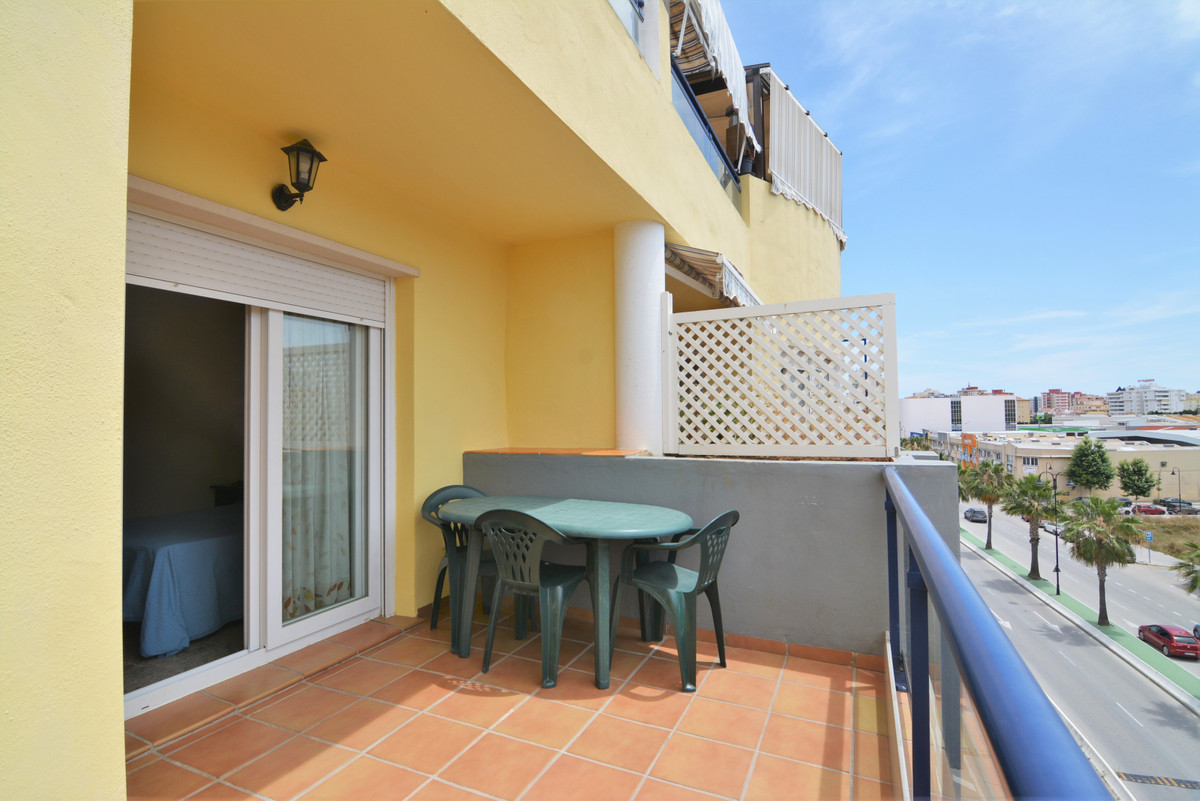 We present you this beautiful apartment in perfect condition in the Residencial Costa del Sol, Las L,Spain
