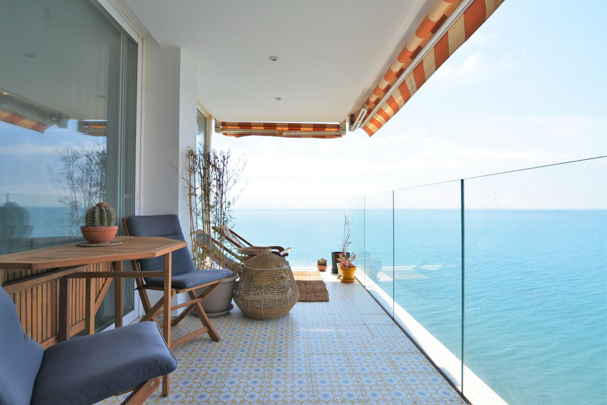 Middle Floor Apartment for sale in Benalmadena Costa R3690473