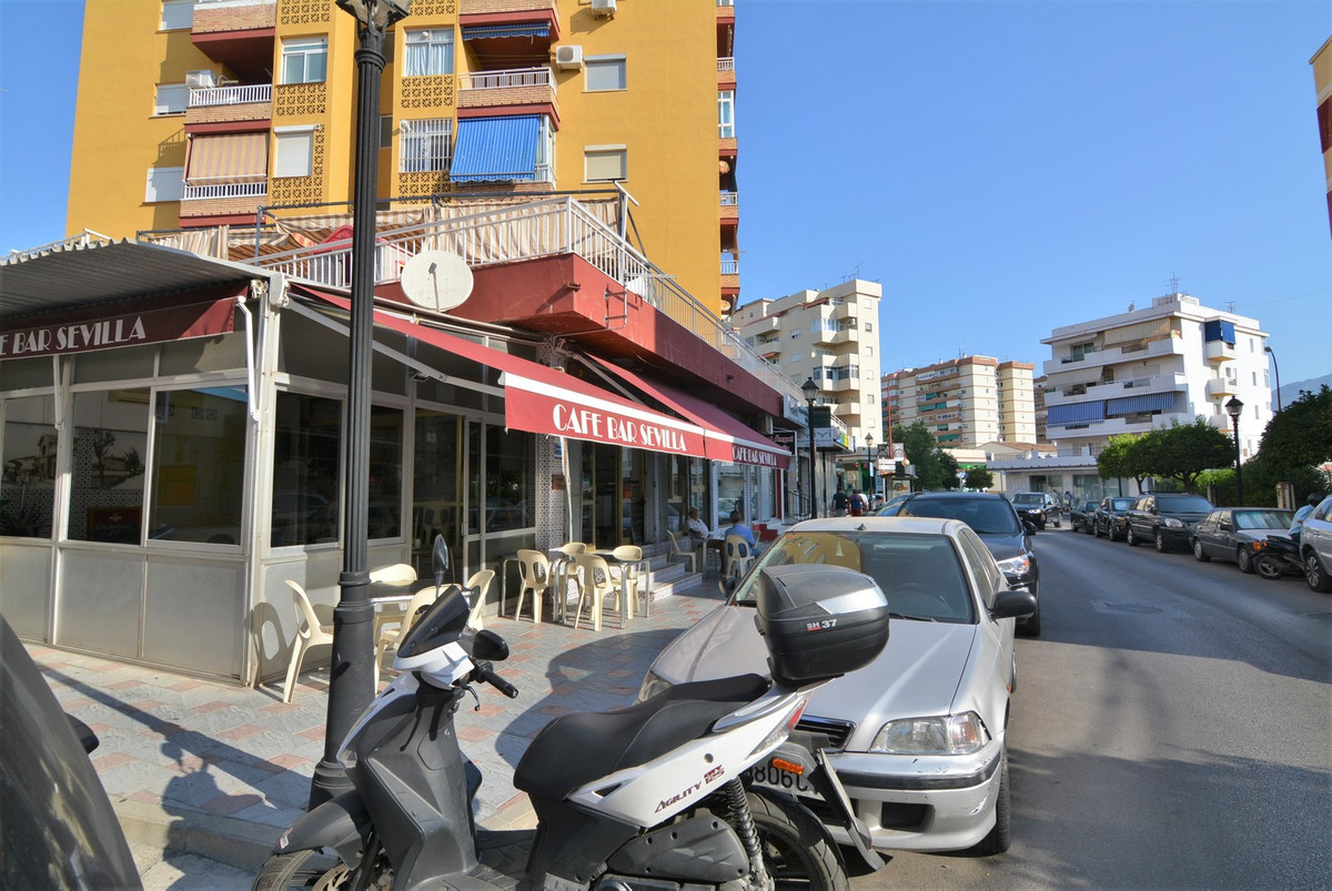 For sale restaurant bar full domain. spacious restaurant-bar for sale in the center of Fuengirola. T,Spain