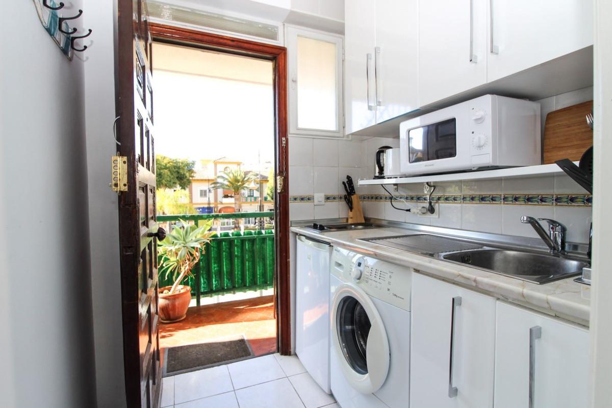 Middle Floor Apartment, Calahonda, Costa del Sol. 2 Bedrooms, 2 Bathrooms, Built 102 m², Terrace 15 ,Spain