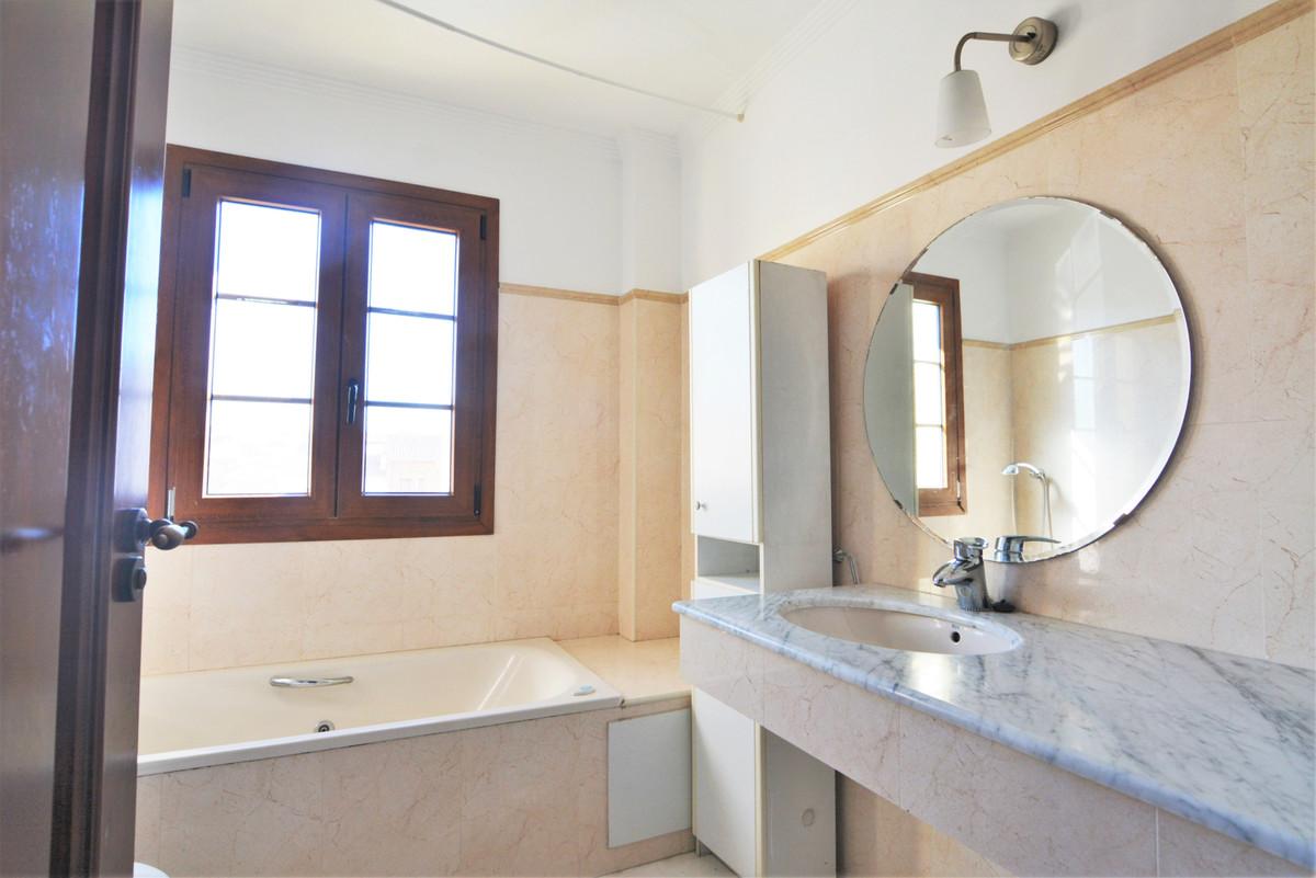 House in Fuengirola R3466369 19
