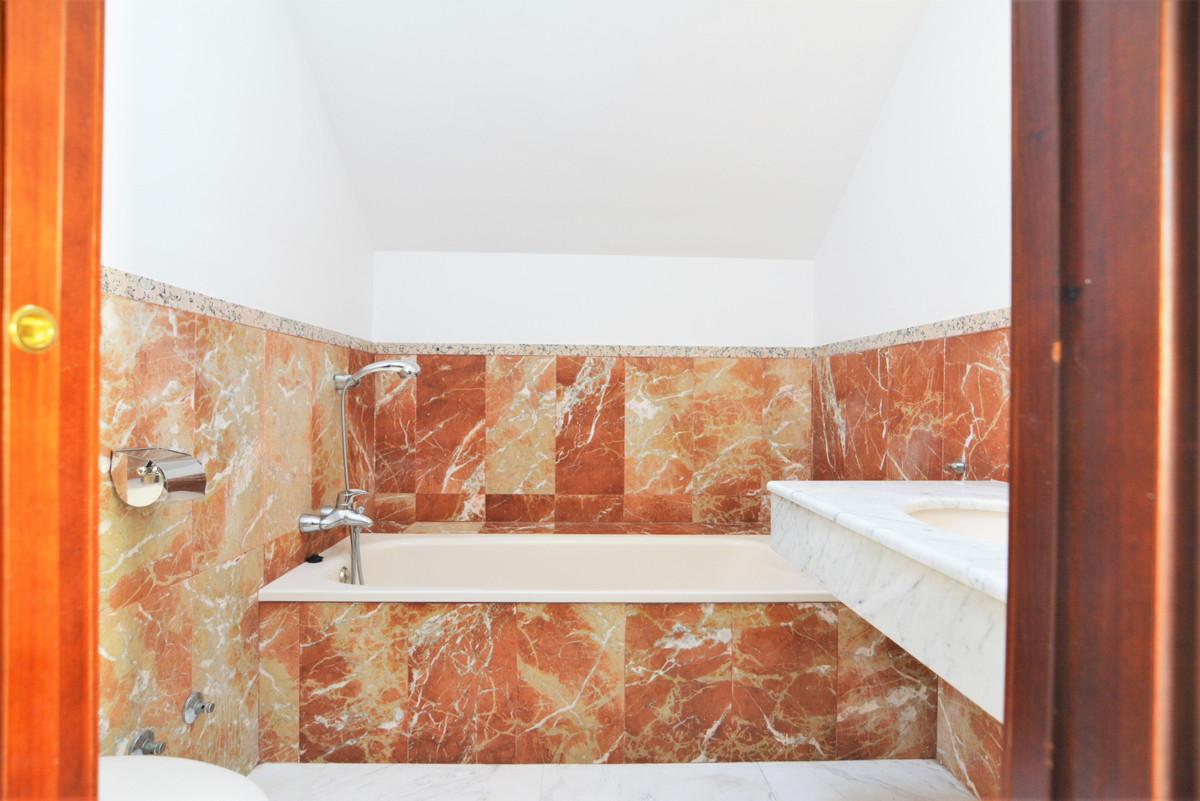 House in Fuengirola R3466369 25