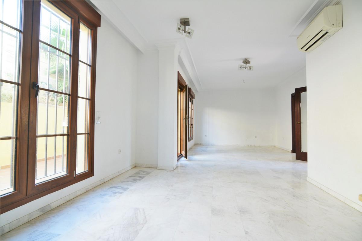 House in Fuengirola R3466369 7