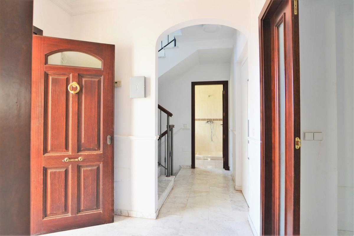 House in Fuengirola R3466369 8