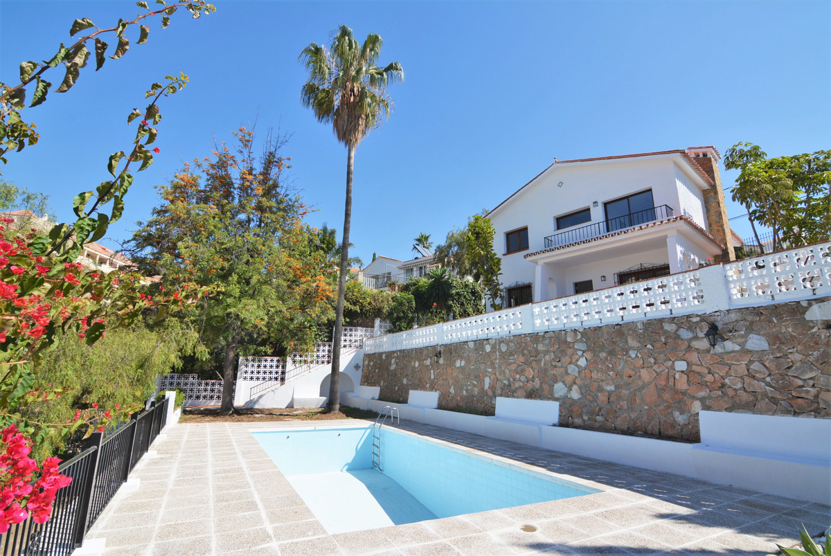 Impressive house facing south-west, with unbeatable panoramic views of the sea and all Fuengirola. y,Spain