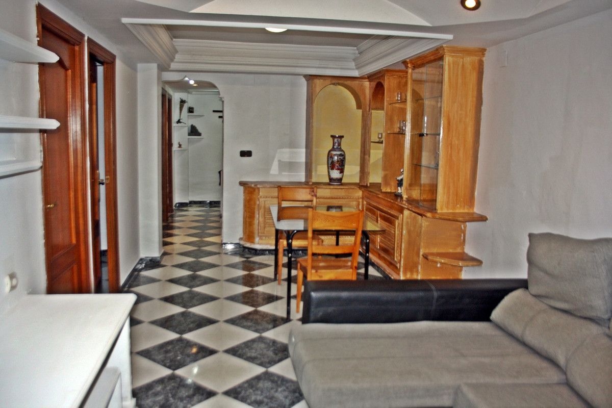 Rent apartment in Ortega Gasset (Tiro Pichon), fourth floor. ONLY FOR LONG SEASON 3 bedrooms, 1 bath,Spain