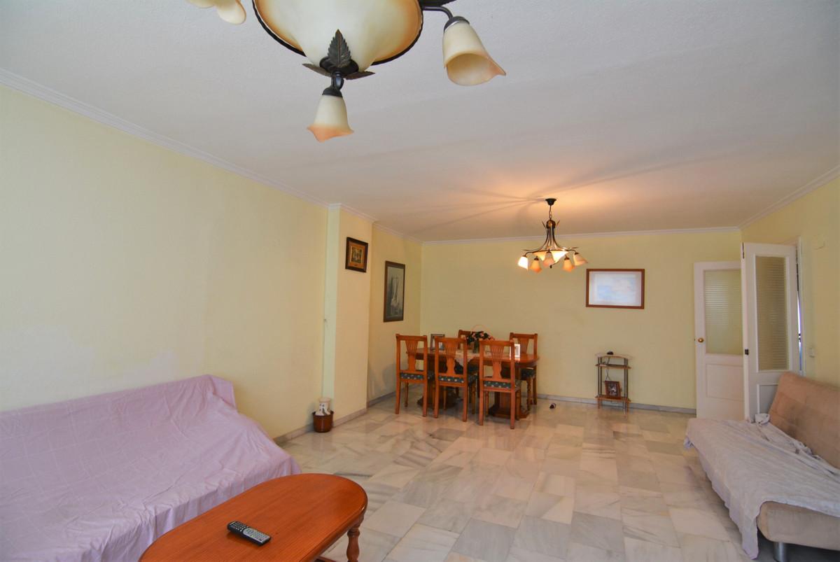 Apartment for sale in the famous Plaza de la Hispanidad.  The apartment consists of entrance, large ,Spain