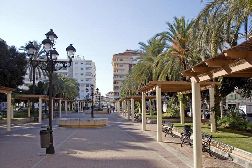 For sale luxurious penthouse in the Plaza de la Hispanidad.  The penthouse consists of entrance, bea,Spain
