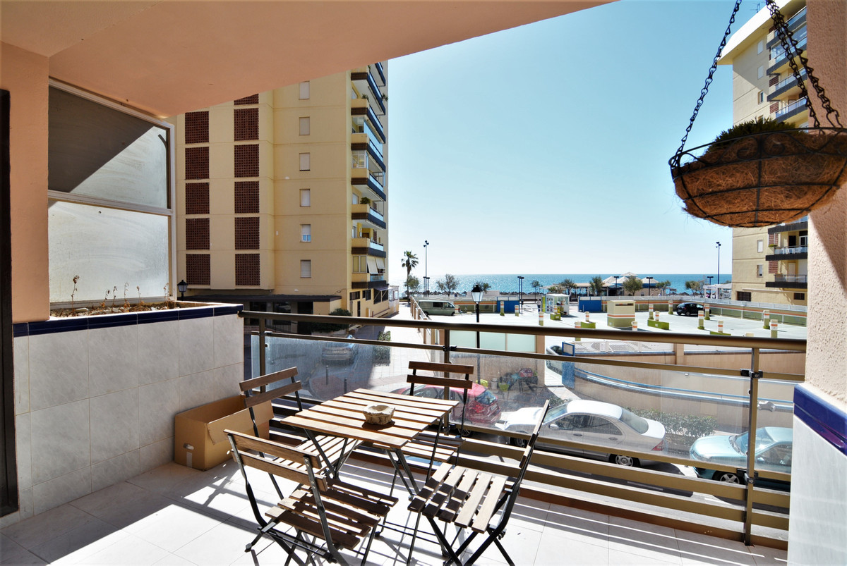 Middle Floor Apartment for sale in Fuengirola R3411490