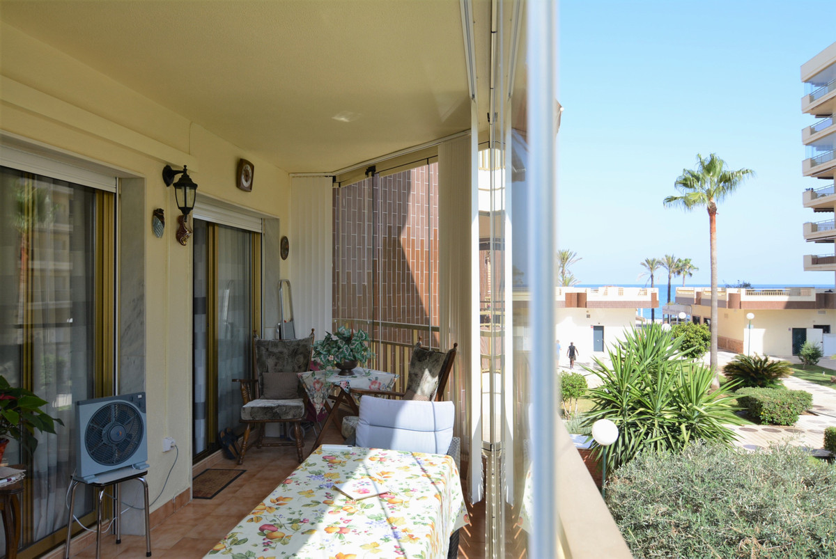 Middle Floor Apartment for sale in Fuengirola R3459736