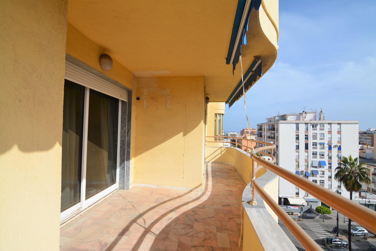 For sale, luxurious apartment in the heart of Fuengirola, two minutes walk from the train station.  ,Spain