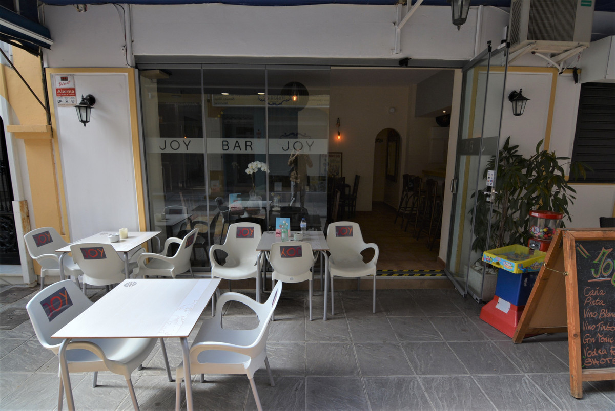 SIDE PLACE OF THE CONSTITUTION. Local full Fuengirola center with license bar with kitchen, has a te,Spain