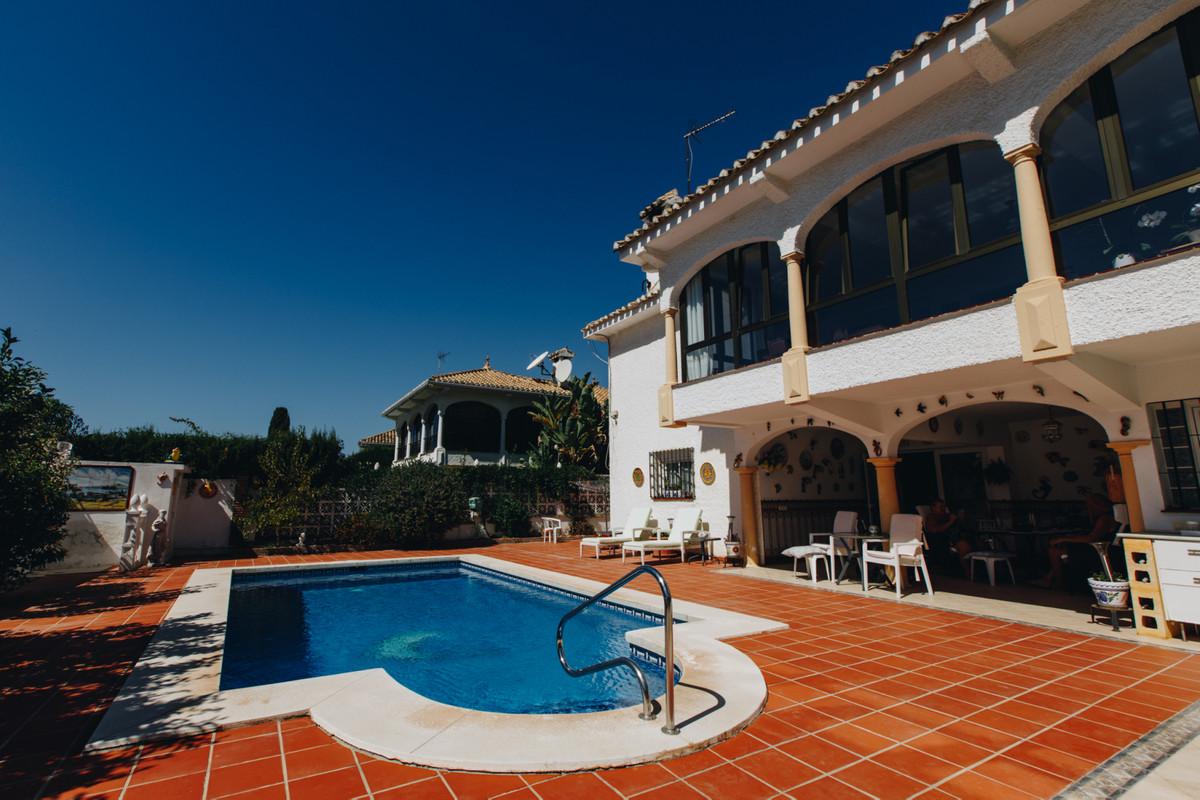 Detached Villa walking distance from centre of La Cala de Mijas!  This great located 5 Bedroom Villa,Spain