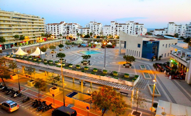 2-bedroom apartment situated in the heart of Puerto Banus - Tembo building!  The apartment has 2 bed,Spain
