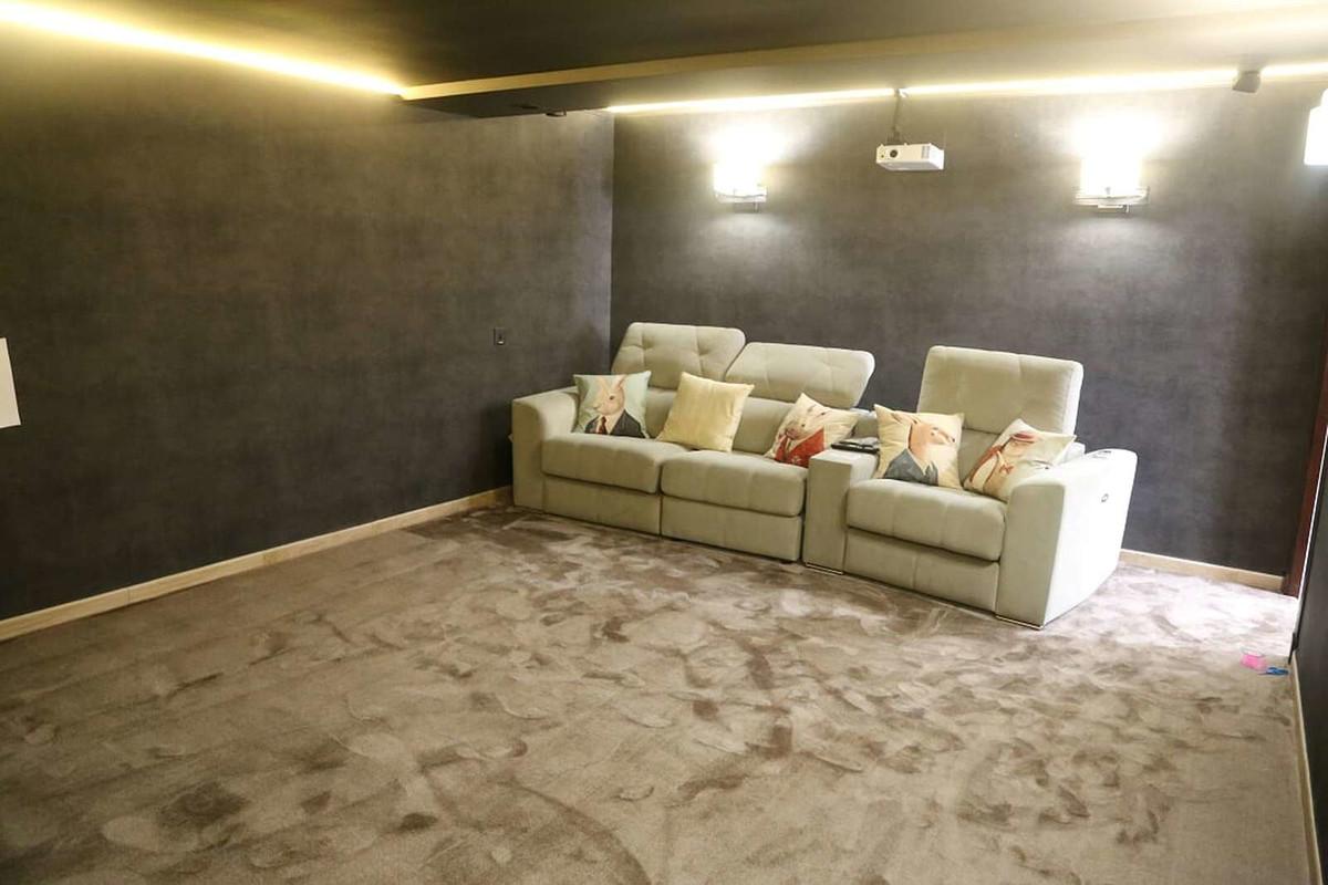 5 Bedroom Detached Villa For Sale Guadalmina Baja