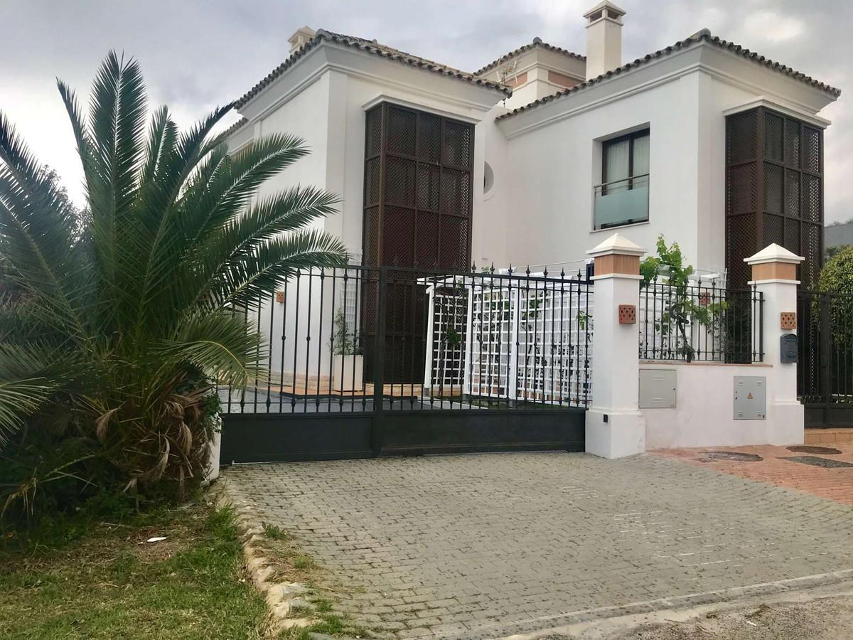 Villa - Chalet en San Pedro de Alcántara R3173845