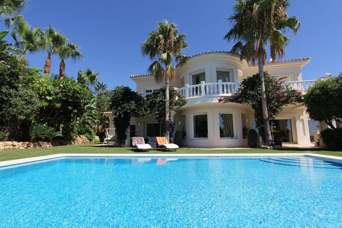 Detached Villa for sale in Altos de los Monteros R2889725