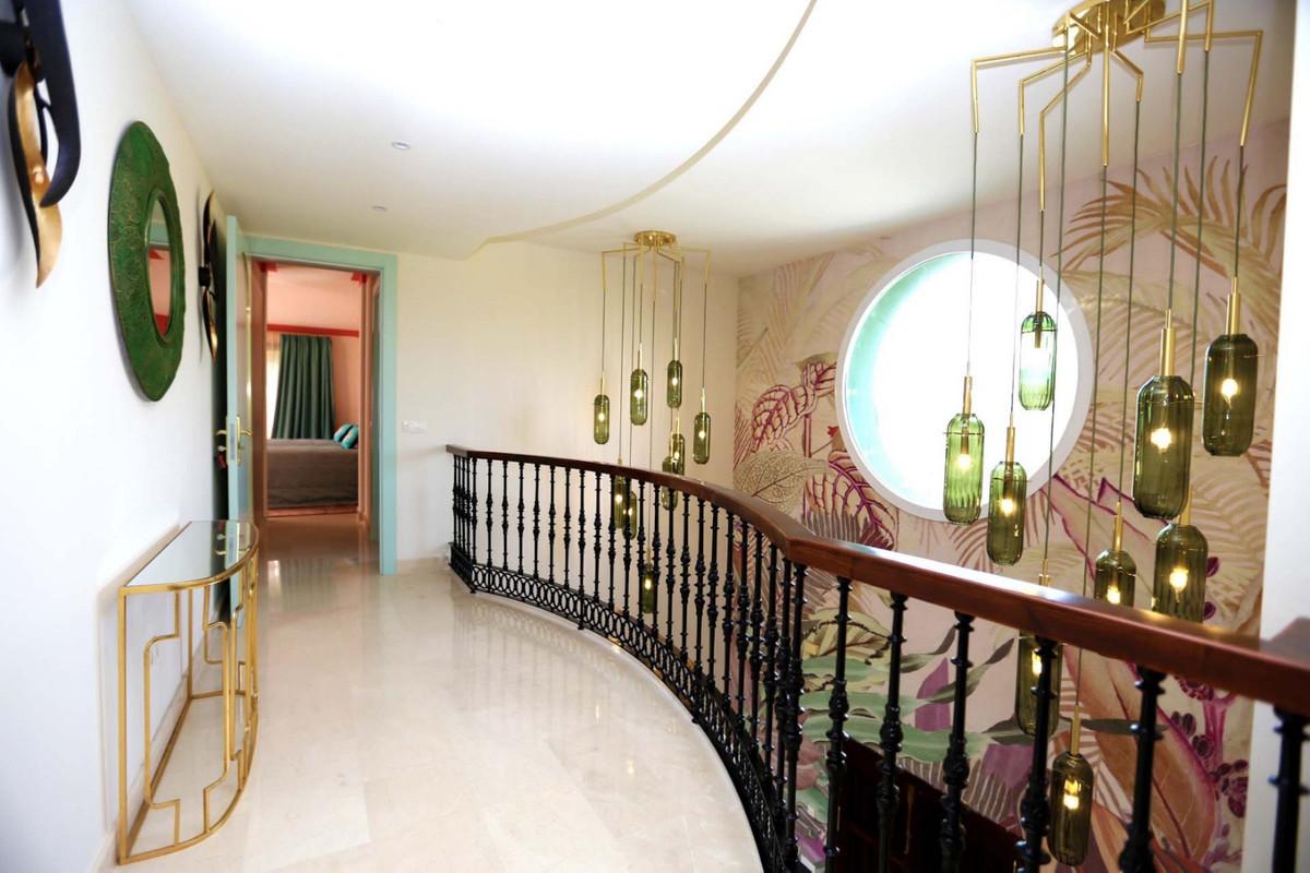 Villa con 5 Dormitorios en Venta Selwo