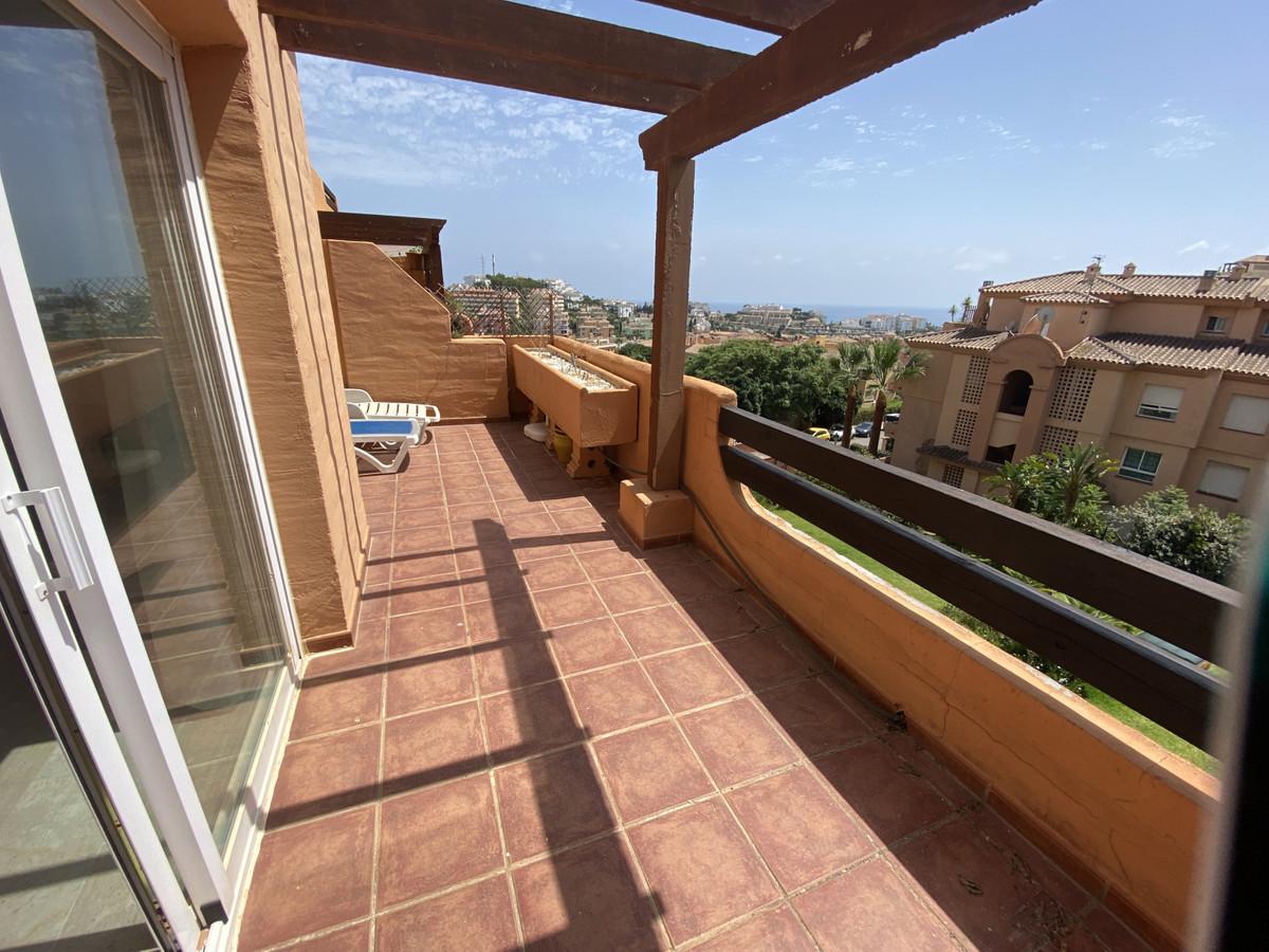 Middle Floor Apartment in Royal Green, Riviera del Sol, Costa  1 Bedroom, 1 Bathroom with private un,Spain