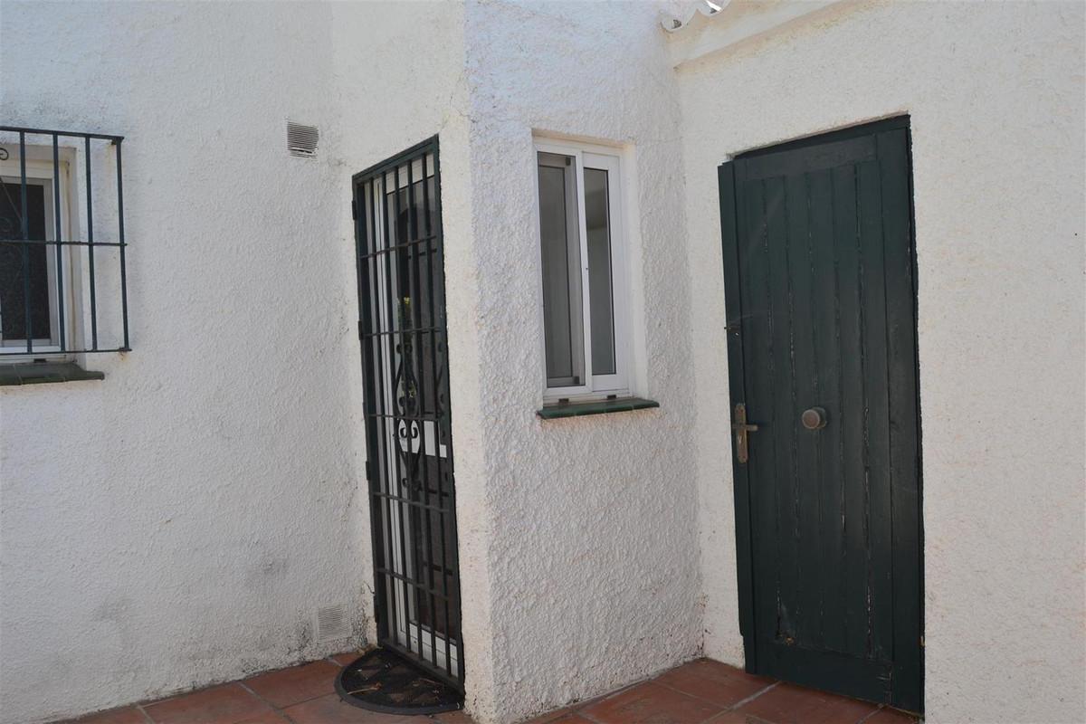 Villa con 3 Dormitorios en Venta Calahonda