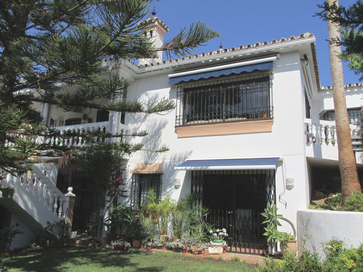 Villa te koop in El Chaparral R3518692