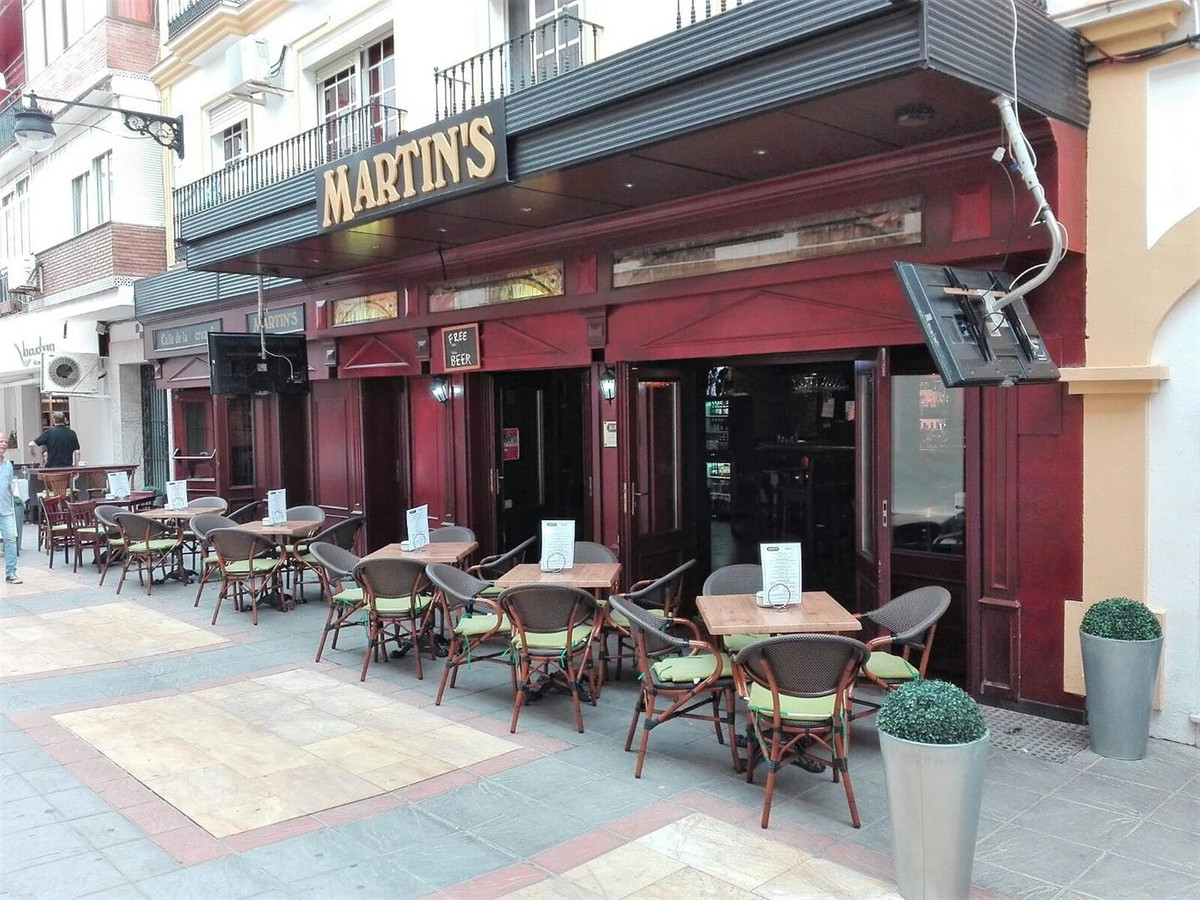 A unique opportunity to acquire the free hold of a landmark licensed premises with old world charm l,Spain