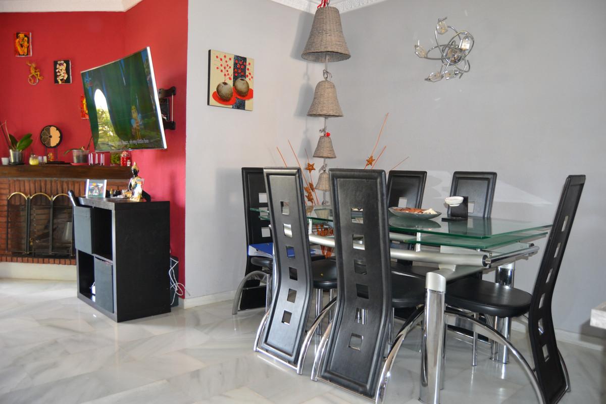 House in Calahonda R3265675 64