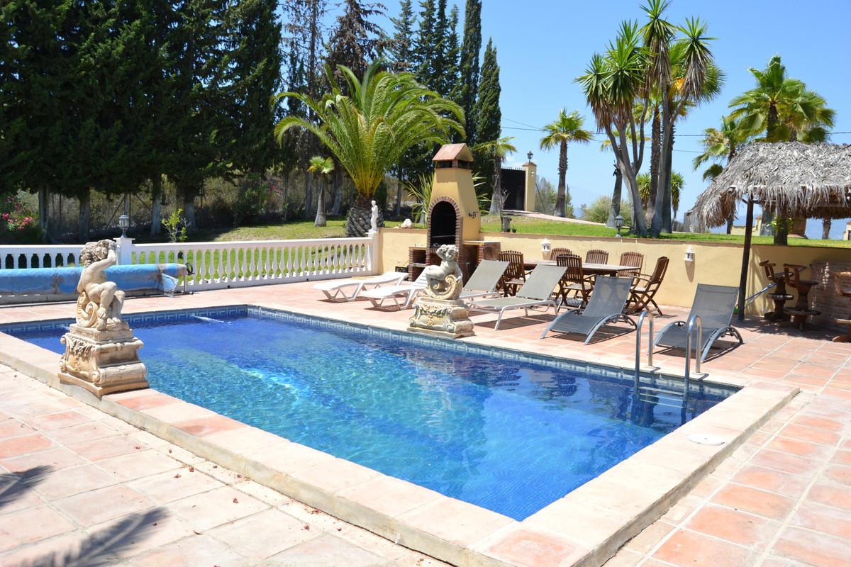 Detached Villa for sale in Coín