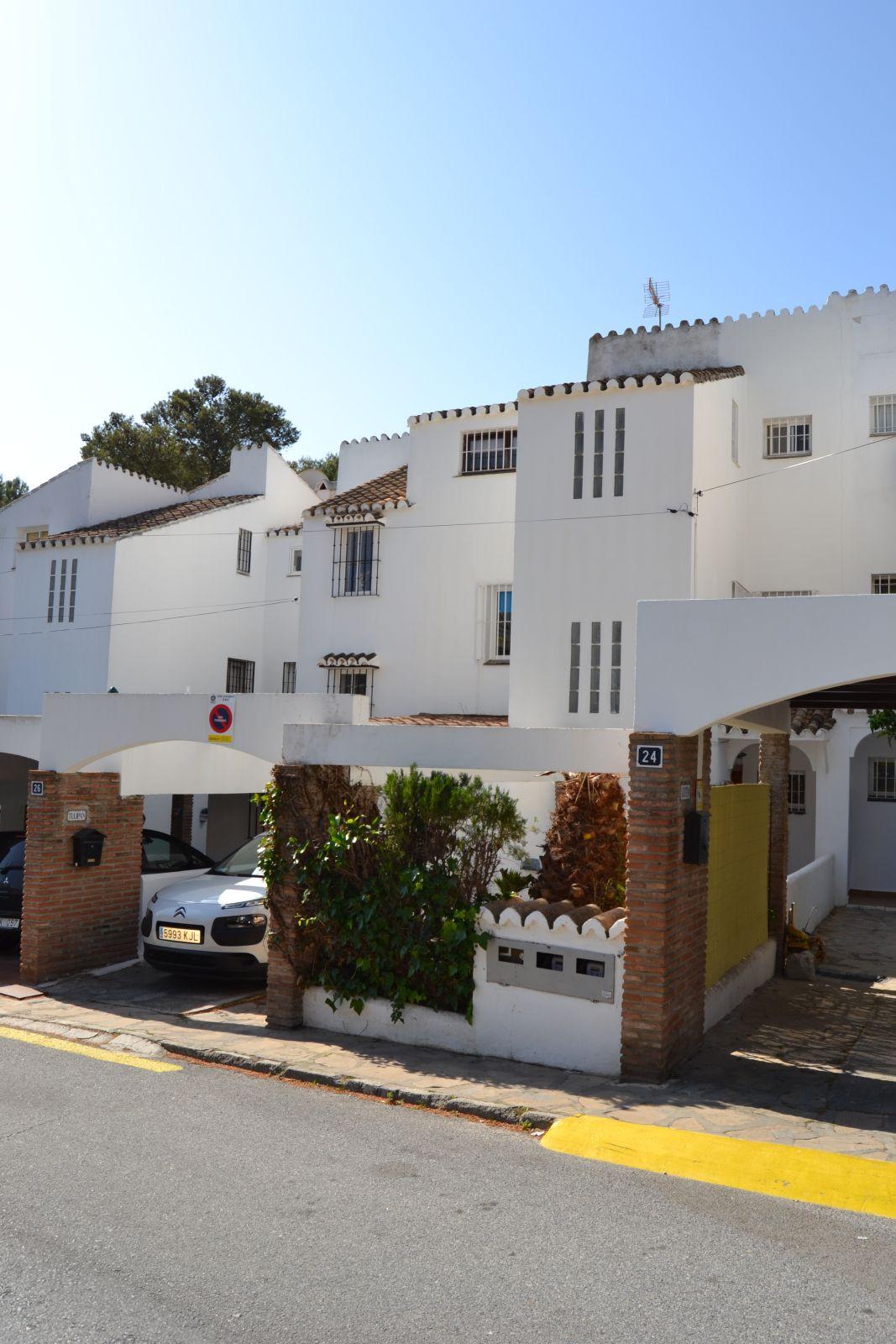 4 bedroom townhouse for sale el coto