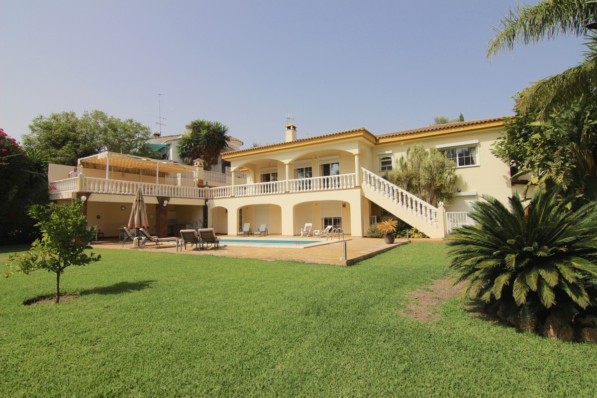 Magnificent sunny villa located just 3 minutes from Fuengirola, in one of the best urbanizations of ,Spain