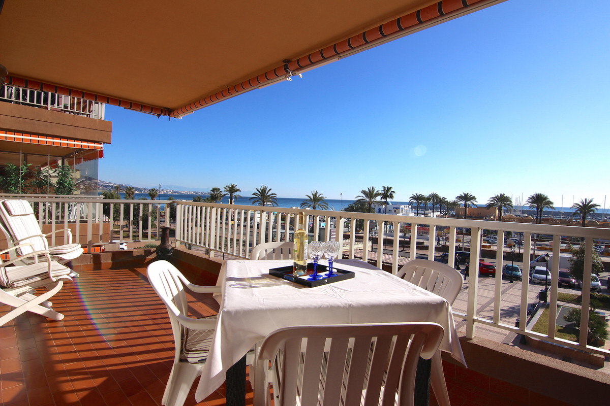 Really nice and cosy apartment on the frontline beach and port from Fuengirola, its one of the best ,Spain