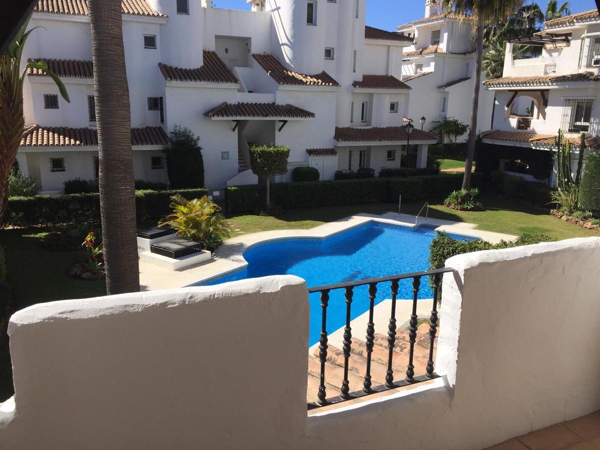 Middle Floor Apartment, Nueva Andalucia, Costa del Sol. 2 Bedrooms, 2 Bathrooms, Built 0 m².  Settin,Spain