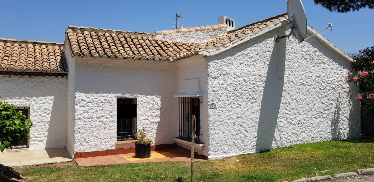 BEAUTIFUL TOWNHOUSE 2 BED AND 1 BATH FOR SALE.   This lovely townhouse consists of 1 bedroom and the,Spain