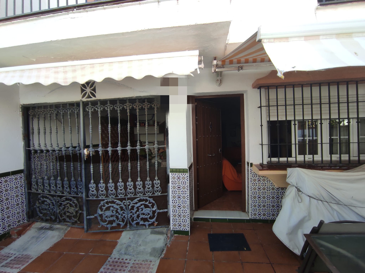 Housing in Los Jazmines! 126 m2 semi-detached house spread over 3 floors, in which 4 bedrooms, 1 bat,Spain