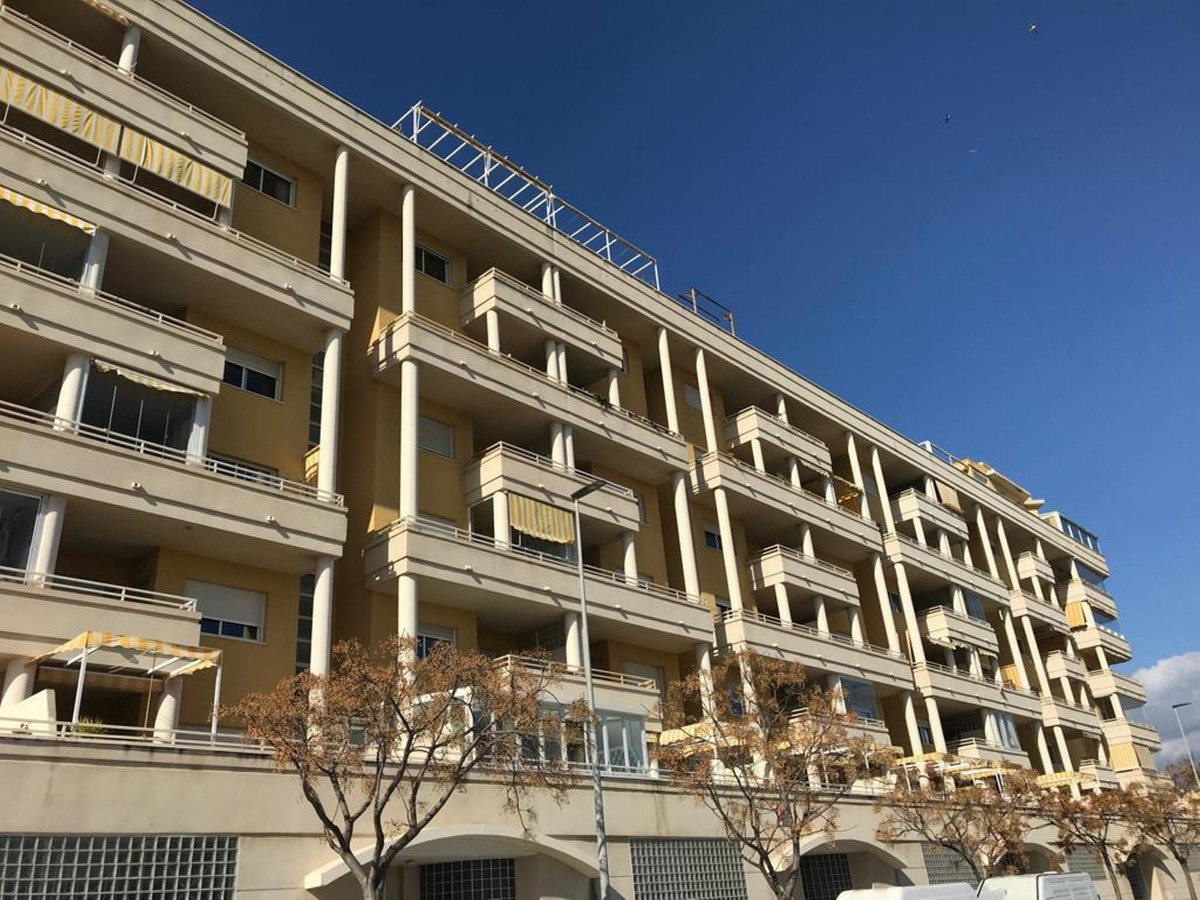 Middle Floor Apartment, Carretera de Cadiz, Costa del Sol. 3 Bedrooms, 2 Bathrooms, Built 125 m², Te,Spain