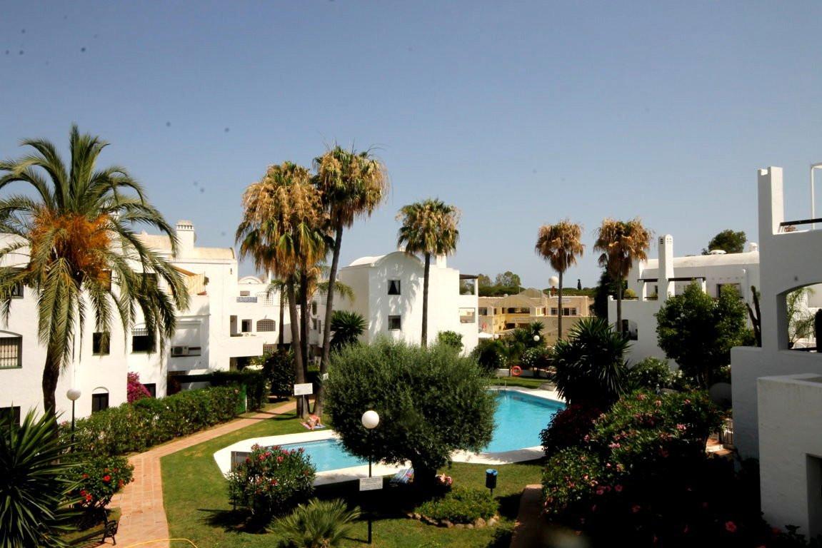 Apartment in Estepona near El Paraiso  It consists of 2 bedrooms, two bathrooms (main en suite), lar,Spain