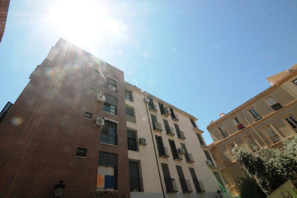 Middle Floor Apartment, Malaga Centro, Costa del Sol. 3 Bedrooms, 2 Bathrooms, Built 93 m².  Setting,Spain