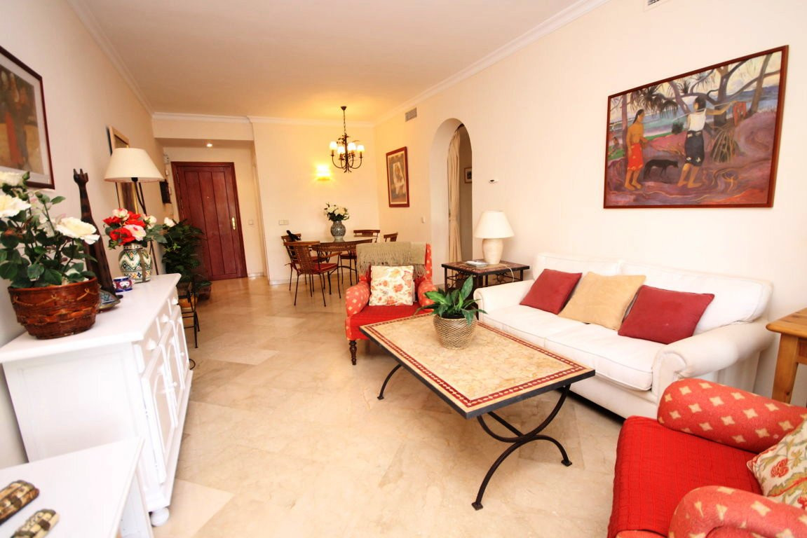 2 bedroom apartment in urbanization facing the sea in Estepona  Extraordinary location for this 110 ,Spain